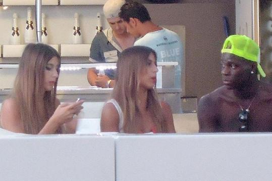 Mario Balotelli se seznamování s dívkami nebrání.