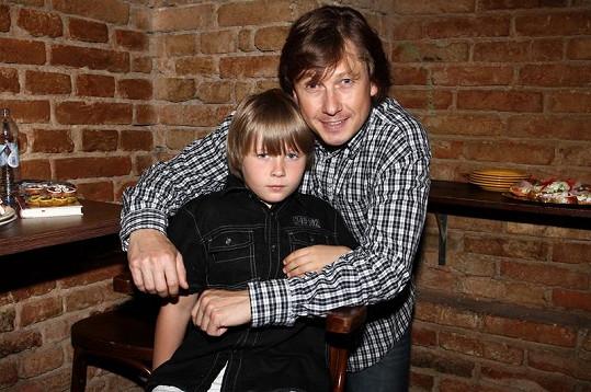 Kouzelník Pavel Kožíšek se synem.