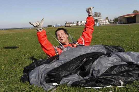 Petr Vágner právě absolvoval svůj sedmistý seskok.