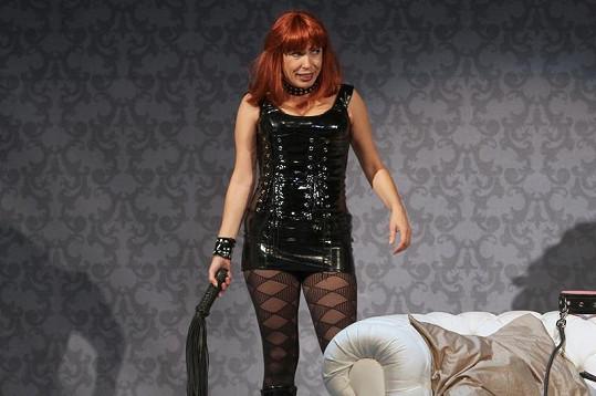 O tenhle obleček se Nela Boudová střídá s Mirkou Pleštilovou.