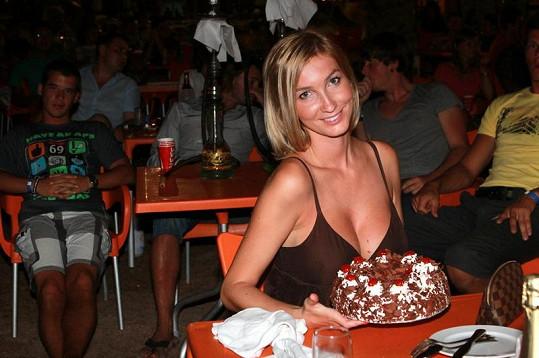 K 27. narozkám dostala Mesarošová dort a přání od vedení hotelu.