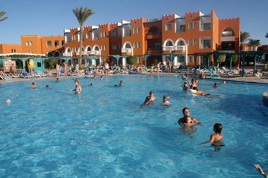 V tomhle hotelovém komplexu si Adamcovi užívali.