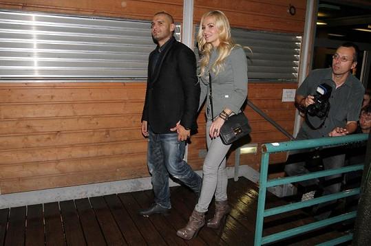Dara a Rytmus odcházejí z večírku.