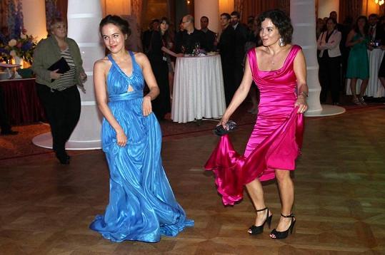 Tereza Voříšková a Kristýna Janáčková na tanečním parketu.