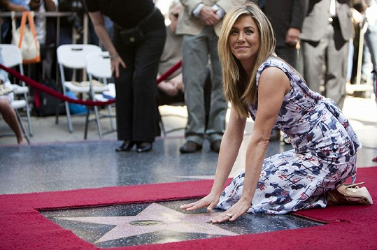 Jennifer Aniston a její hvězda na Chodníku slávy.