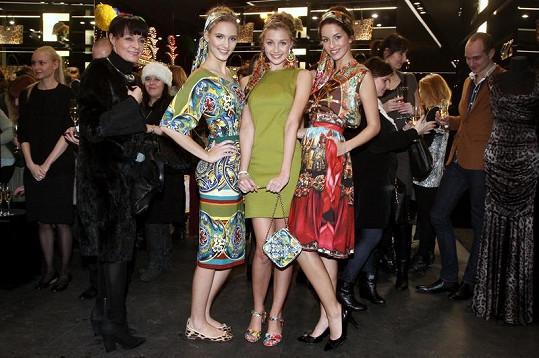 Z Milána bylo do Prahy zasláno exkluzivně přes 15 modelů z jarní kolekce, která se momentálně fotí na titulní stránky a do jarních módních čísel časopisů na celém světě.