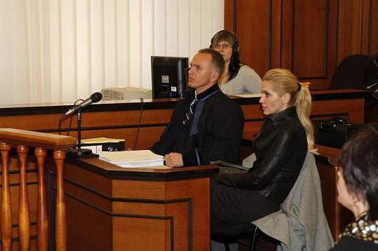 Dara se svým právníkem Robertem Vladykou.