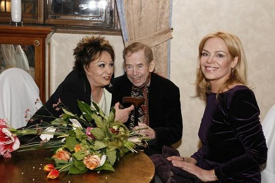Popřát Bohdalové přišel přes vážný zdravotní stav i exprezident Václav Havel s manželkou Dagmar.