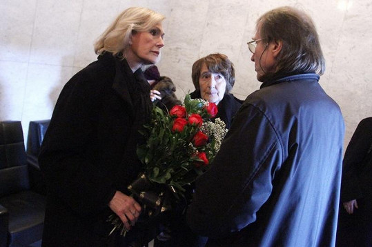 Helena Vondráčková a Jiří Vondráček spolu krátce promluvili.