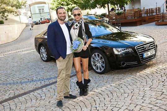 Simona s Pavlem Trčkou, který už deset let kalendář připravuje.
