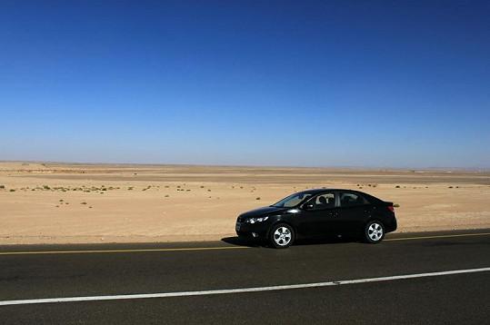 Tímhle autem projížděl Noid s Eliškou pouští.