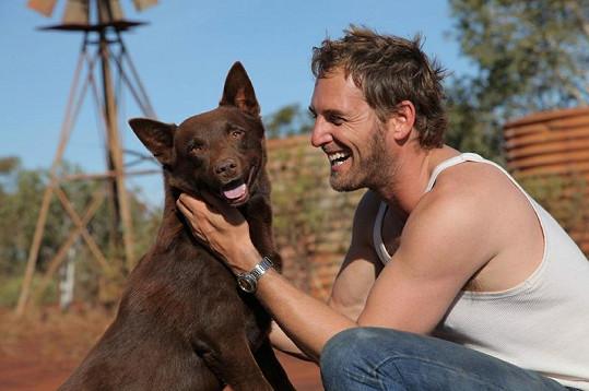 Josh ve filmu Red Dog.