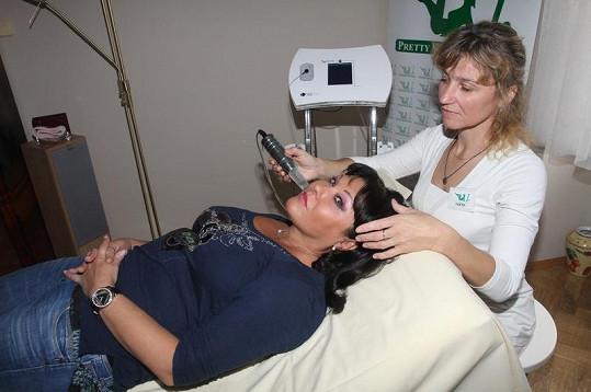 Dagmar Patrasová na omlazovací proceduře.