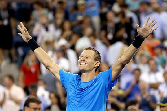 Berdych možná sám nemohl uvěřit svému triumfálnímu vítězství nad Rogerem Federerem.