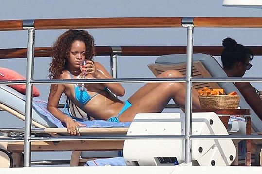 Rihanna v Saint-Tropez.