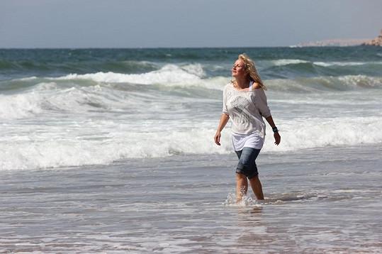 První dny dovolené se Vendule Svobodové do plavek moc nechtělo. Zábrany však brzy odpadly.