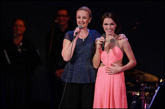 Zpívala i s Lindou Finkovou.