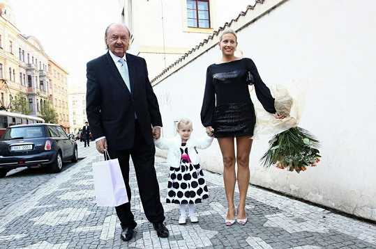 František Janeček s dcerou Emilly a přítelkyní Terezou Mátlovou.