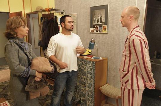 Jan Budař se Sandrou Pogodovou naslouchají pokynům režiséra Bisera Arichteva.