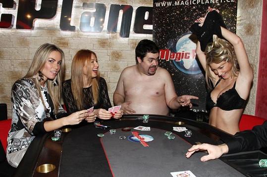 Jako první začal prohrávat Pavel Novotný. Ve svlékání ho následovala Dominika Mesarošová.