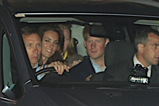 Rozostřená fotografie ukazuje, jak Middletonová už tráví čas i s bratrem svého nastávajícího, princem Harrym.