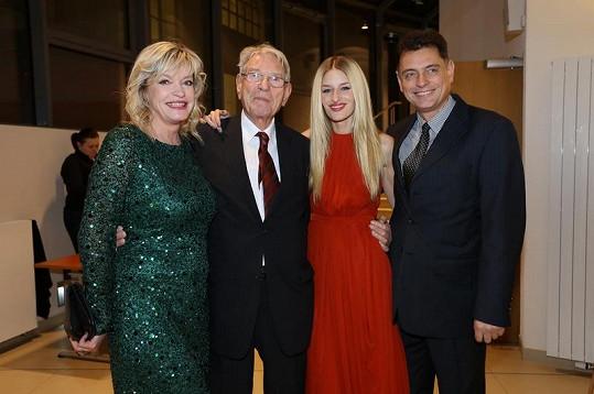 Tatjana Vojtová, Vadim Petrov, Linda Vojtová a Vadim Petrov junior.