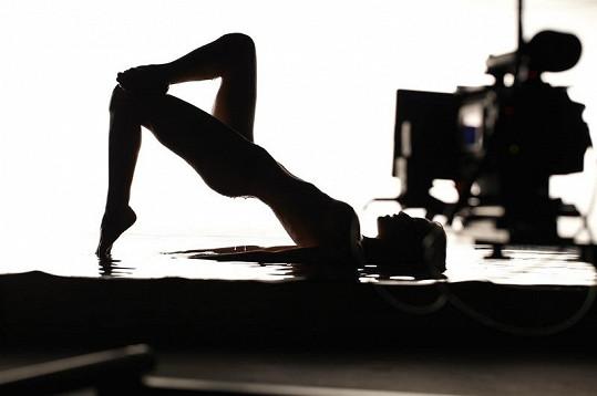 Je Gábina v klipu úplně nahá?
