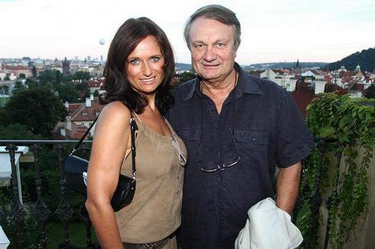 Manželé Adamcovi na večírku seriálu Cesty domů