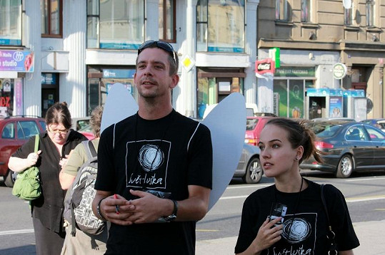 Martin nabízel prodej předmětů Světlušky s Terezou Voříškovou.