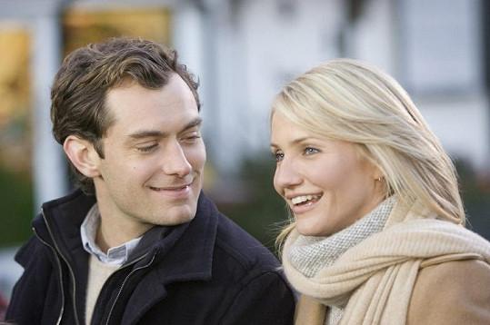 Cameron Diaz a Jude Law na snímku z romantické komedie Prázdniny (2006).