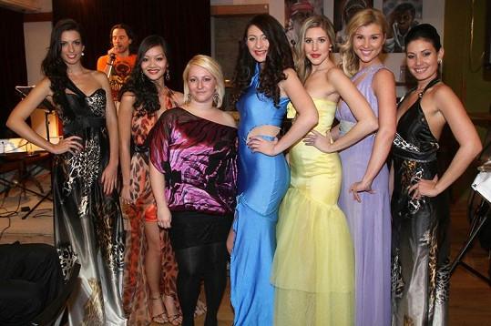 Adéla (vpravo) strčila všechny modelky hravě do kapsy.