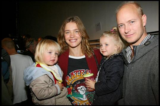 To ještě byli šťastná rodina: Natalia a Justin s dětmi.