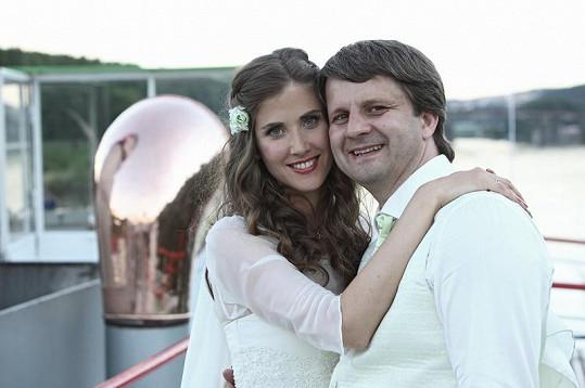 Herečka se loni v létě vdala za scenáristu Rudu Merknera.
