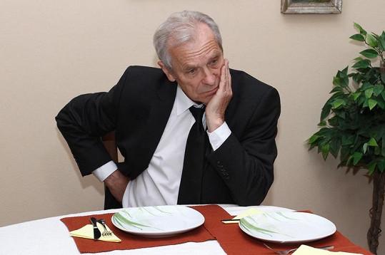 Švehlík už si plný talíř nenakládá.