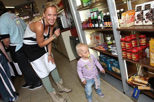 Zuzana Belohorcová se víc než vaření věnovala své dcerce Salmě.