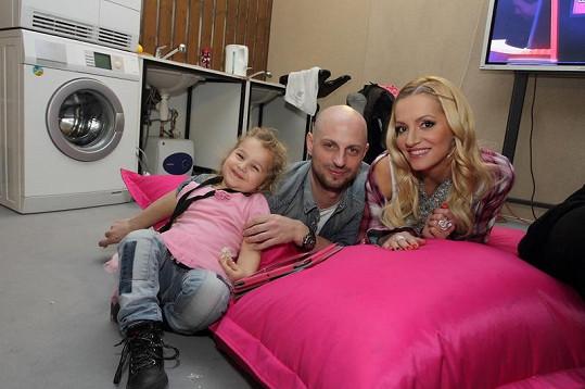 Rolins lenoší na polštáři se stylistou Filipem Vaňkem a dcerou své manažerky.