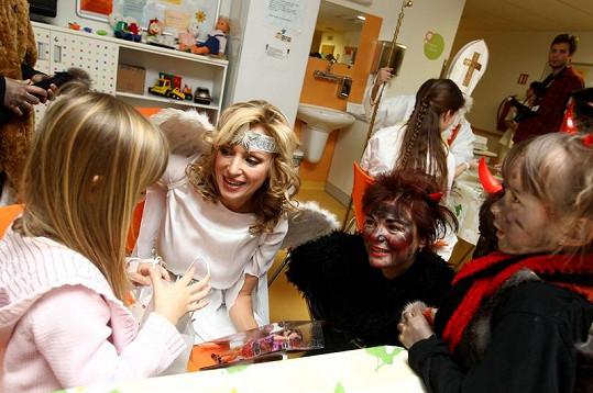 Kateřina Brožová vypadala v kostýmu skutečně andělsky.
