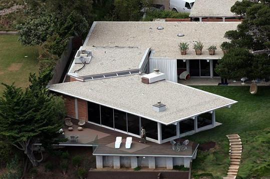 Tuto luxusní rezidenci v Malibu nyní prodává Brad Pitt.