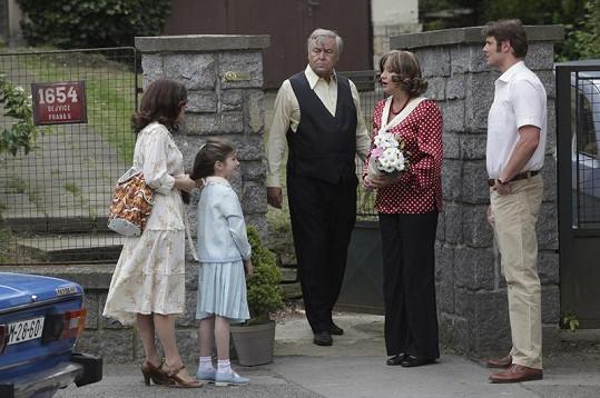 Zlata se svou seriálovou rodinou: Zdeňkem Žákem, Ondřejem Veselým a Bětkou Stankovou.