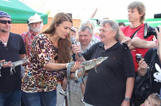 Mahulena popřála svému krokodýlkovi do vínku to nejlepěpší.