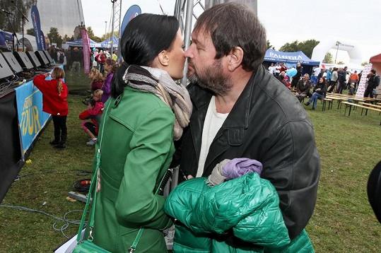 Gábina s manželem na běžeckém závodě RunTour.