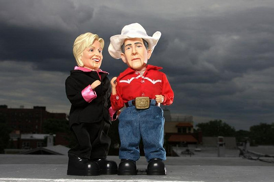 Zahrajte si s Georgem a Hillary.