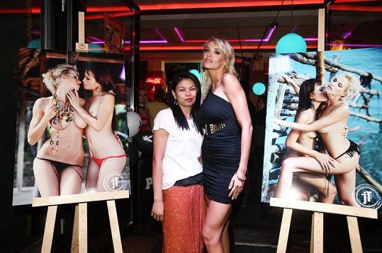 Hanka Mašlíková svůdné lesbické fotky nafotila v exotickém Thajsku.