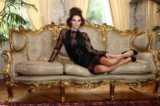 Andrea pózovala v modelu Jiřiny Tauchmanové.