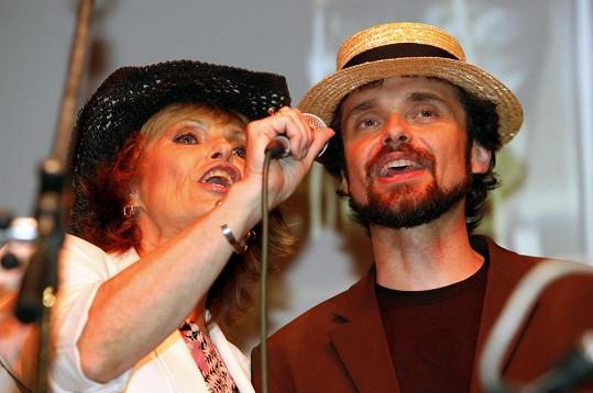 Waldemar si zazpíval i se svou mámou Olgou.