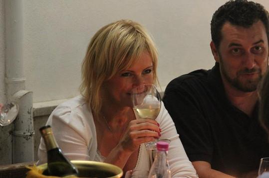Iveta Bartošová pije ráda.