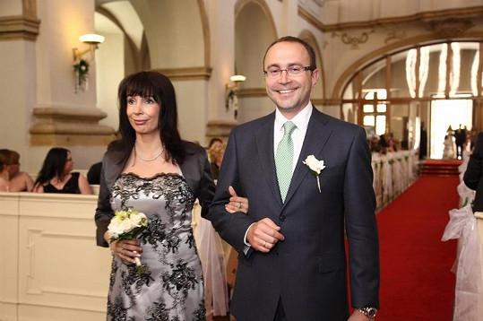 Producent seriálu Vyprávěj Filip Bobiňski promluvil o natáčení scény na Národní třídě.