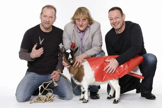 David, Lukáš a Michal a jejich vánoční koza.
