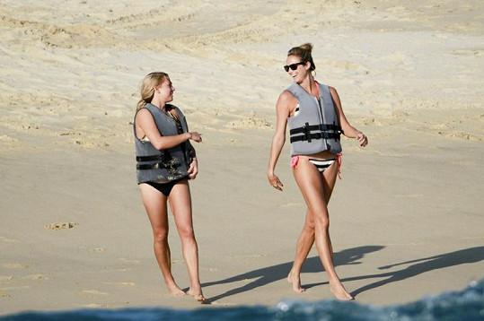 Sexy Stacy Keibler v mexickém Los Cabos s kamarádkou.