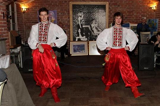 Na křtu vystoupili Ivan Svyatkin a Alexej Kolva z taneční skupiny Džerelo.